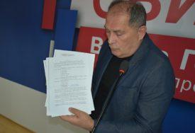 IZDALI SRPSKE POVRATNIKE Mektić optužuje vladajuću većinu zbog migrantskog centra u selu Lipa