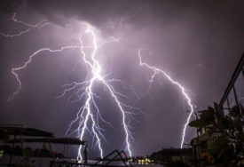 GORI ŽUTI METEOALARM Upozorenje na grmljavinu za područje Foče, Sarajeva i Tuzle