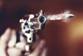 HICI ODJEKIVALI PRED PONOĆ Muškarac (42) upucan sa dva metka, HITNO prevezen u bolnicu