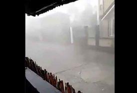 VJETAR LOMI DRVEĆE I NOSI KROVOVE Zbog snažnog tajfuna evakuisane desetine hiljada ljudi (VIDEO)
