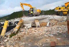 VJERNI NAROD NA NOGAMA Radunović: Spremaju se rušenja još objekata SPC u Crnoj Gori