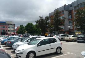 RASTE POTRAŽNJA ZA PARKINGOM Najviše vole da se parkiraju u centru Prijedora