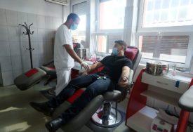 TEČNOST KOJA ŽIVOT ZNAČI  U Šamcu krv darovalo 60 osoba