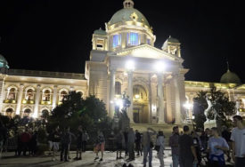 ULICE POLUPRAZNE Na protestu ispred Skupštine Srbije ZNATNO MANJE LJUDI