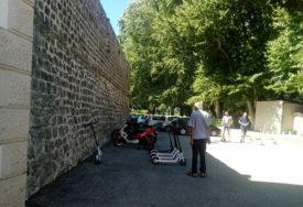 ELEKTRIČNIM TROTINETOM KROZ GRAD Nova turistička ponuda u Trebinju (FOTO)