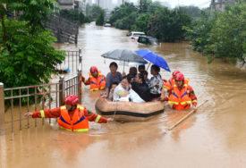 POTOP U KINI U poplavama poginulo ili nestalo više od 140 ljudi