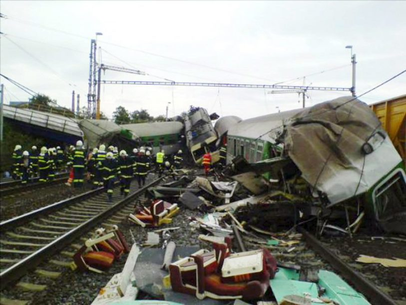 STRAŠNE SLIKE Povrijeđeno više od 60 osoba u sudaru dva voza kod Praga (FOTO)