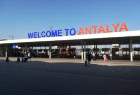 SEZONA LETOVA KA TURSKOJ OTVORENA Turisti iz Banjaluke stigli u Antaliju (FOTO)